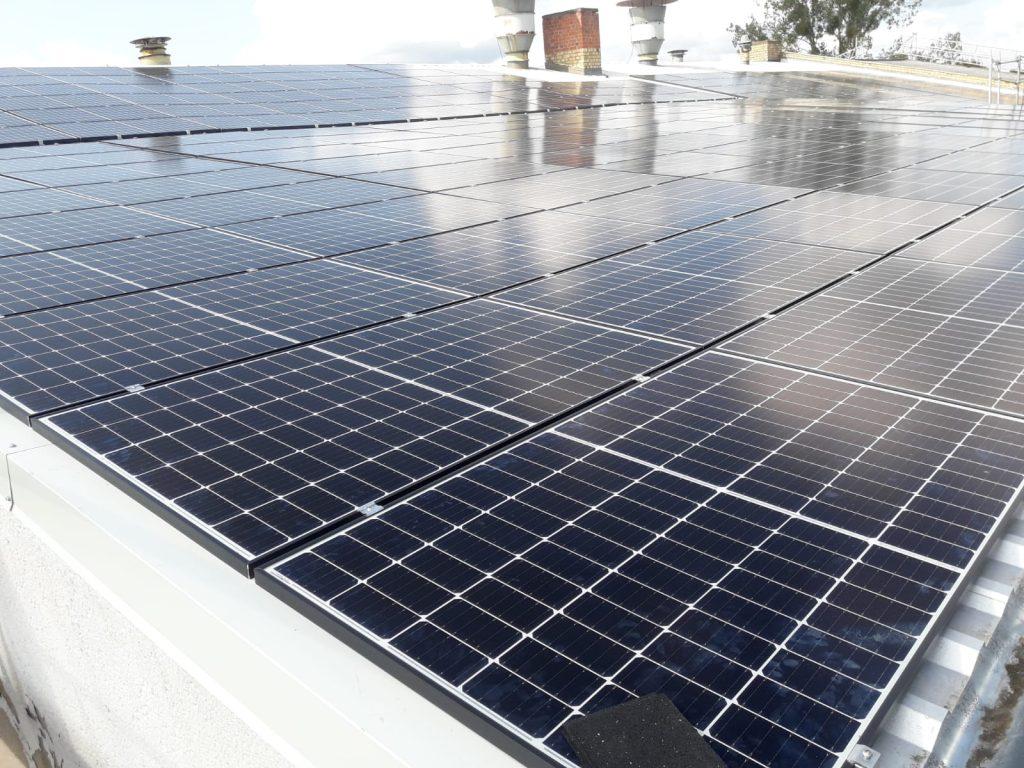 Гибридная солнечная электростанция 150 кВт строительство